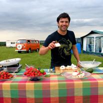 Кулинарные шедевры в мартовских премьерах телеканала «Кухня ТВ»